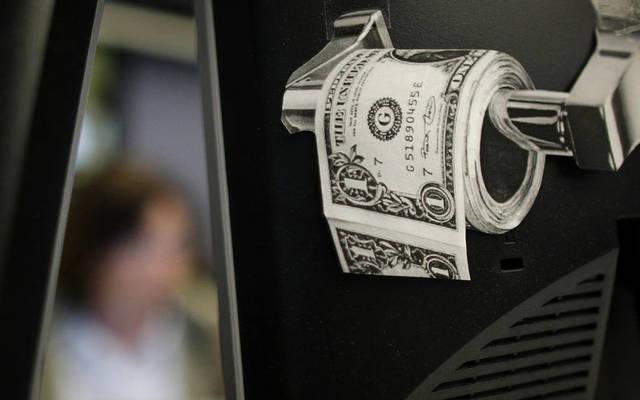 محدث.. الدولار الأمريكي يواصل الهبوط عالمياً مع ترقب خطاب باول