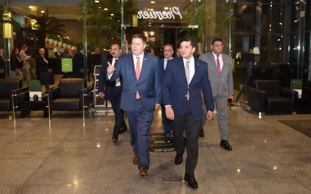 إيان ستيف مساعد وزير التجارة الأمريكي مع القائم بأعمال الرئيس التنفيذي لهيئة الاستثمار