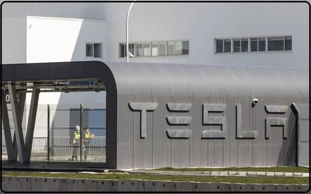 قفزات تسلا.. هل يبالغ السوق في تقييم شركة السيارات الكهربية؟