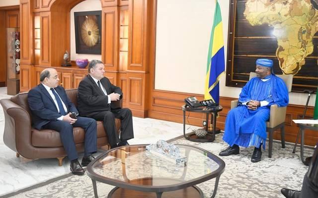 جانب من اللقاء بين رئيس الجابون والوزير