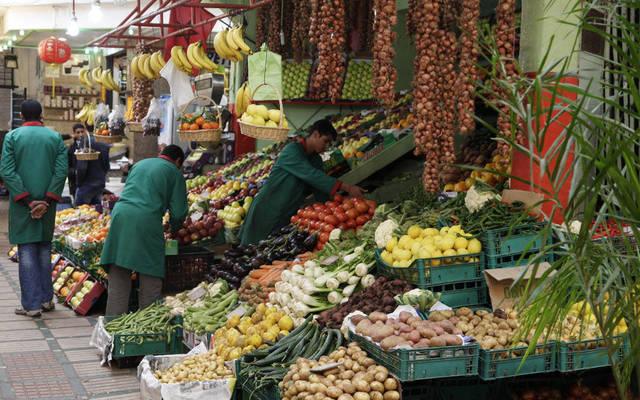 داخل أحد أسواق الخضروات والفاكهة