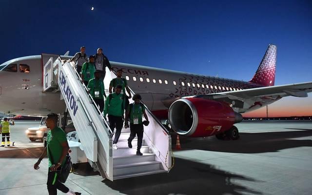 لاعبي المنتخب السعودي لكرة القدم لحظة وصولهم المطار