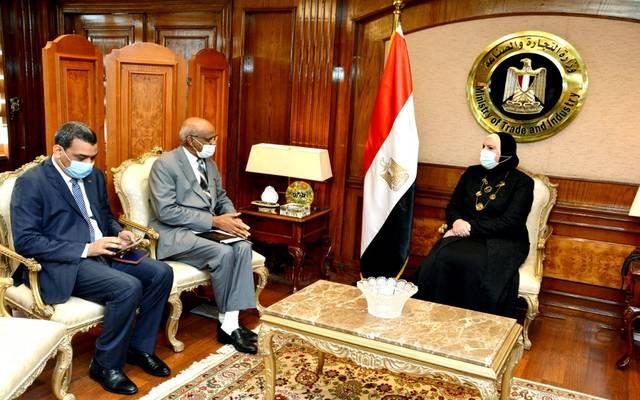 خلال جلسة المباحثات التي عقدتها الوزيرة مع محمد إلياس سفير السودان الجديد