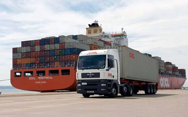 شاحنة لنقل الحاويات - أرشيفية