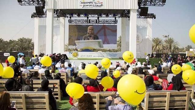 الوزيرة عهود الرومي أول وزيرة للسعادة بالإمارات أثناء احتفال سابق بيوم السعادة، الصورة أرشيفية