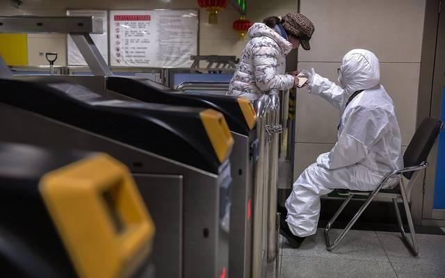 """محدث.. فيروس """"كورونا"""" يواصل إثارة المخاوف مع وفاة 81 شخصاً"""