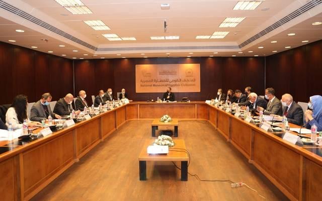 خلال اجتماع عقده وزير السياحة المصري تنازل مستجدات العمل بالمتحف المصري الكبير