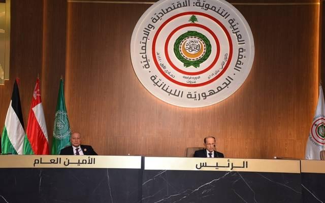 الرئيس اللبناني ميشال عون، والأمين العام للجامعة العربية أحمد أبو الغيط خلال القمة الاقتصادية اليوم