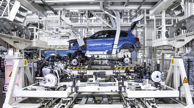 German private sector grows modestly in April