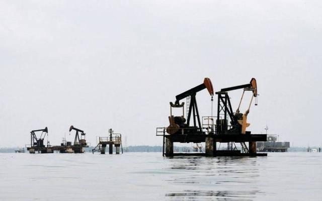 محدث.. أسعار النفط تتراجع عند التسوية لتسجل خسائر أسبوعية