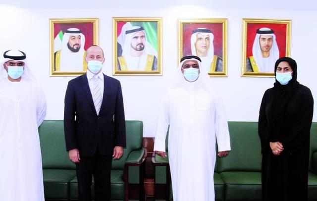 جانب من لقاء بين غرفة رأس الخيمة والمستشار التجاري بالسفارة الأمريكية في الإمارات
