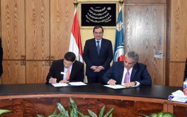 جانب من توقيع عقد تنفيذ المرحلة الأولى من إعداد الاستراتيجية الشاملة لتطوير قطاع التعدين بحضور طارق الملا