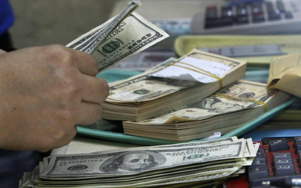ارتفاع الدولار الأمريكي عالمياً مع ترقب التطورات التجارية