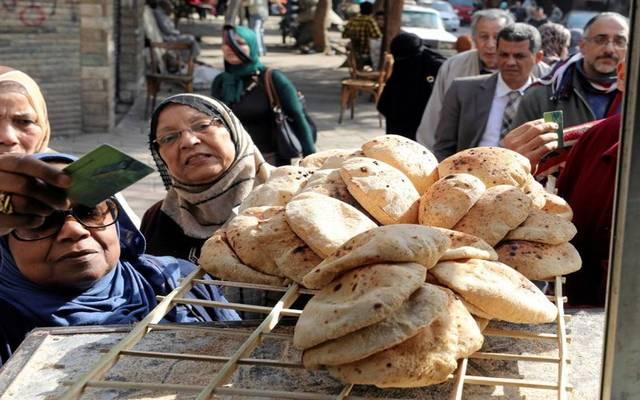 مصر توضح حقيقة رفع الدعم عن رغيف الخبز بالموازنة الجديدة
