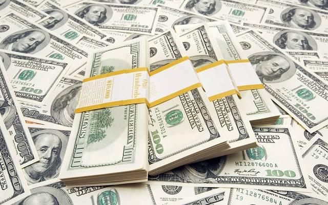 الدولار الأمريكي يعمق خسائره بعد بيانات اقتصادية