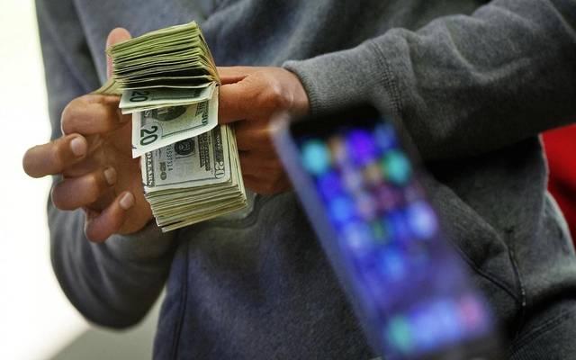 قفزة تاريخية لمعدل الإدخار في الولايات المتحدة مع تراجع الإنفاق