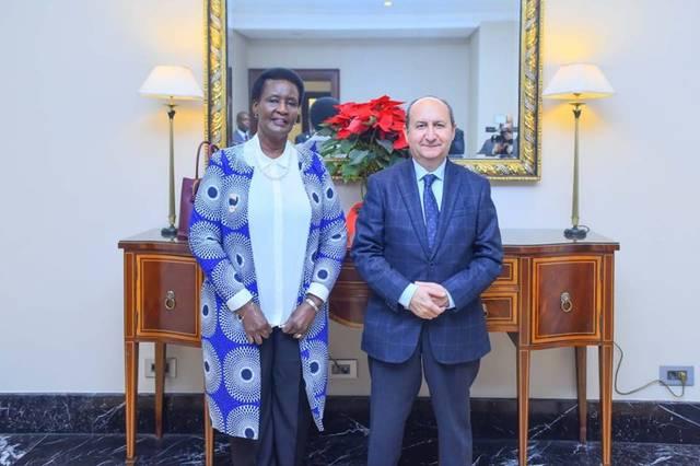 عمرو نصار،مع وزيرة التجارة والصناعة في أوغندا إميليا بيمبادى