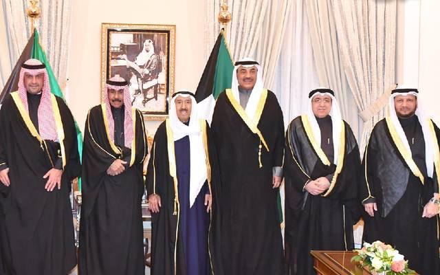 أمير الكويت مع الوزراء الجدد ورئيس الوزراء