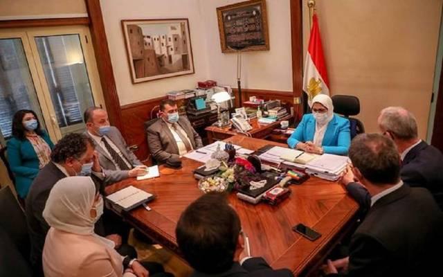 """جانب من لقاء وزيرة الصحة المصرية الدكتور """"جيل كاربونير""""، نائب رئيس اللجنة الدولية للصليب الأحمر"""