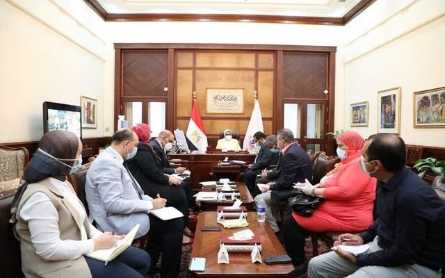 خلال اجتماع عقدته وزيرة الصحة لمتابعة سير العمل بمبادرة رئيس الجمهورية لعلاج الأمراض المزمنة