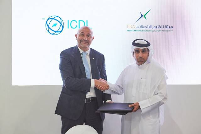 TRA General Director Hamad Al Mansoori and Director of ICDL Arabia Jamil Ezzo singing the MoU