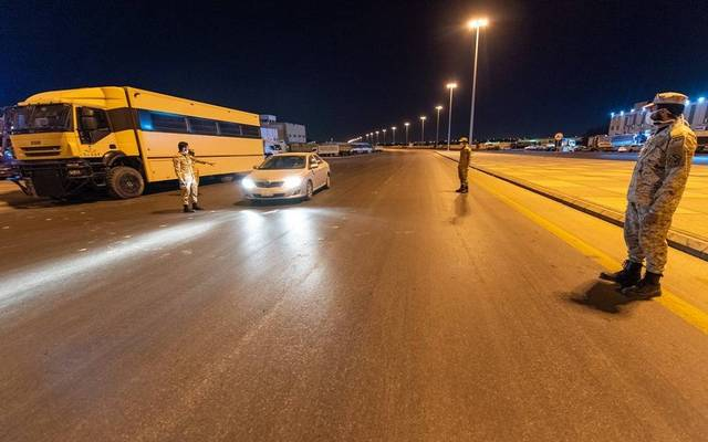 الجهات الأمنية تتابع قرار منع التجول بالسعودية