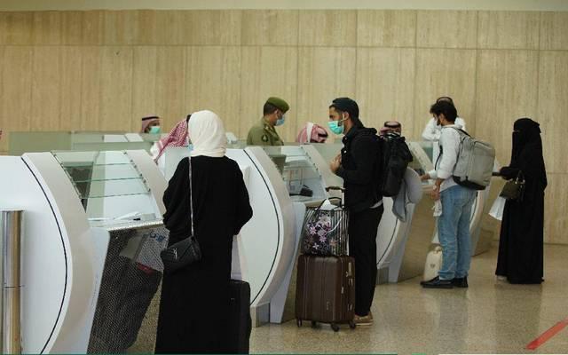 الجوازات السعودية تنهي إجراءات المسافرين- أرشيفية