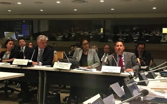 رئيس هيئة الرقابة المالية المصرية محمد عمران خلال مائدة مستديرة بمقر منظمة الأمم المتحدة بنيويورك