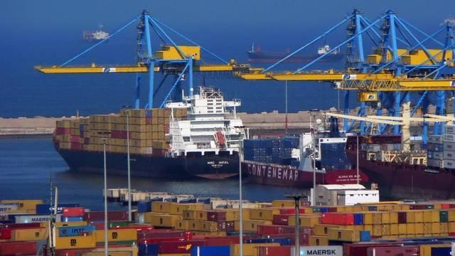 ميناء لشحن البضائع