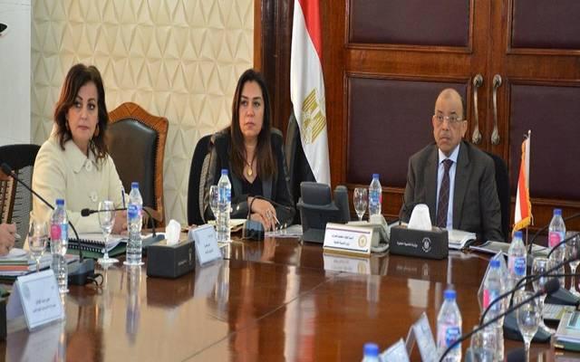 خلال اجتماع عقده وزير التنمية المحلية
