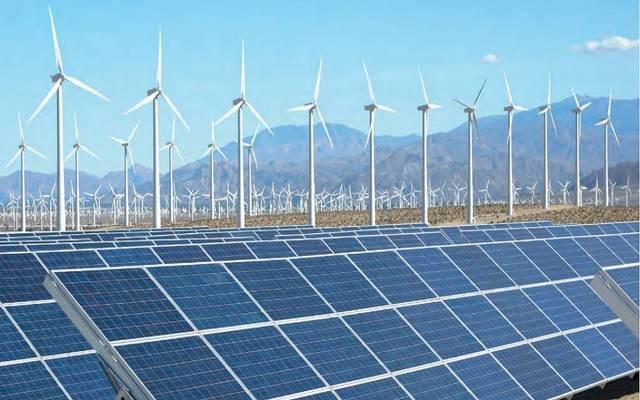 ألواح لتوليد الطاقة الشمسية