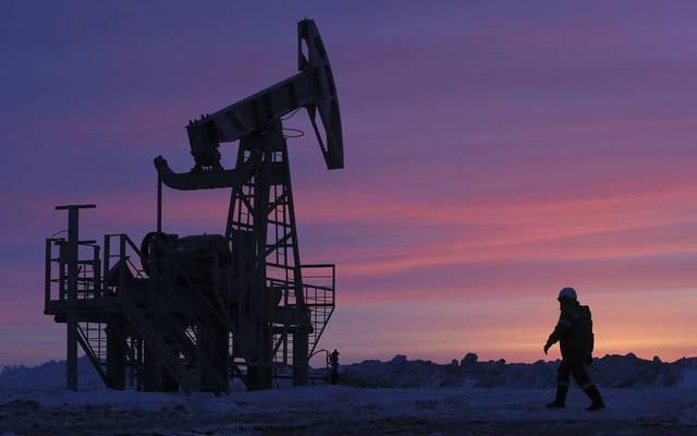أسعار النفط ترتفع عند التسوية بعد بيانات المخزونات