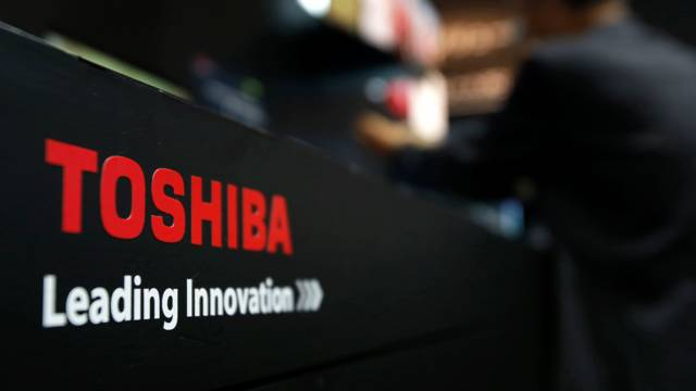 Toshiba to sell $5.4bn shares to avoid delisting