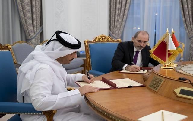 خلال توقيع الاتفاقية بين الجانبين القطري والأردني