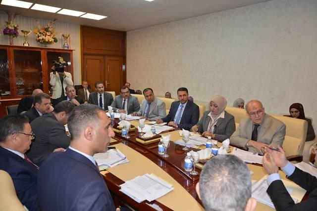 وزارة التجارة العراقية تناقش أسباب تأخر المشاريع