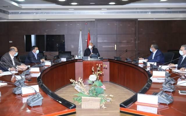 خلال اجتماع وزير النقل مع هيئة السكك الحديدية والبترول وشركة وافكو