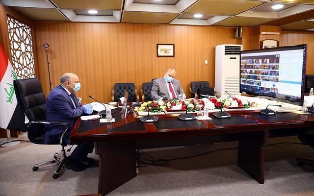 جانب من اجتماع مجلس الوزراء العراقي عبر دائرة تلفزيونية مغلقة برئاسة نائب رئيس الوزراء وزير النفط ثامر الغضبان