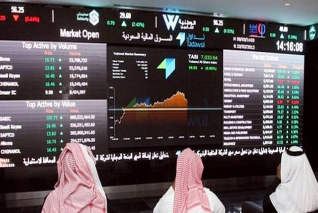 شاشة تعرض أسعار الأسهم السعودية