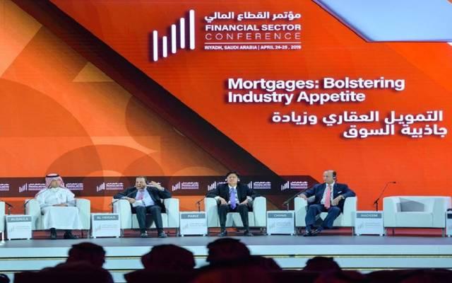 """وزير الإسكان السعودي خلال جلسة """" التمويل العقاري وزيادة جاذبية السوق"""""""