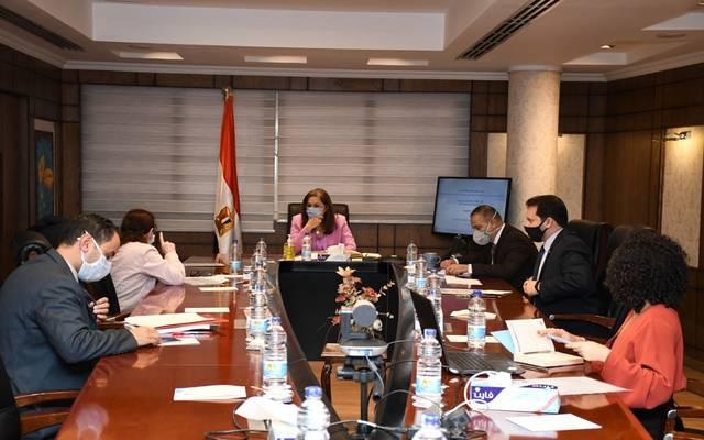 خلال لقاء وزيرة التخطيط مع الخبيرة الاقتصادية والمدير التنفيذي للمبادرة المصرية للتنمية المتكاملة