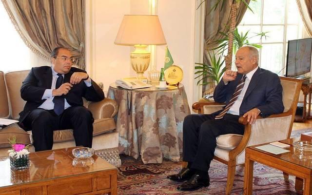 الأمين العام لجامعة الدول العربية مع  النائب الأول لرئيس البنك الدولي محمود محیي الدین