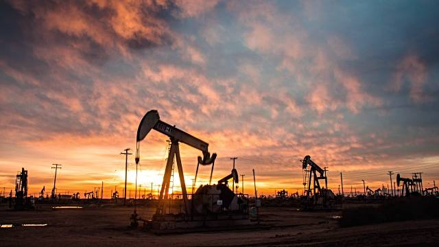 US crude stockpiles drop beyond forecasts; oil prices surge