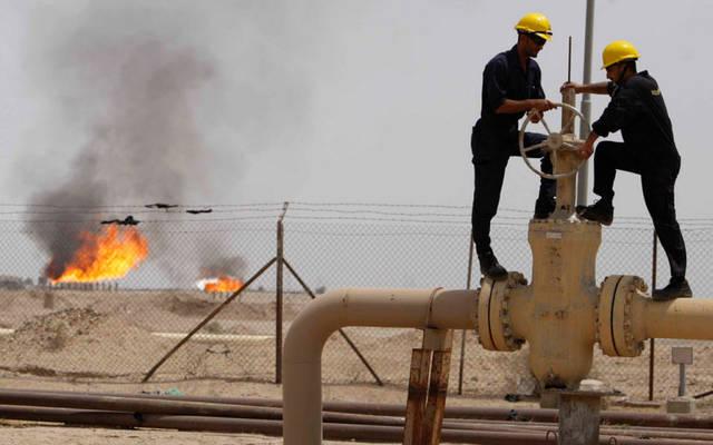 عاملان بأحد المواقع النفطية