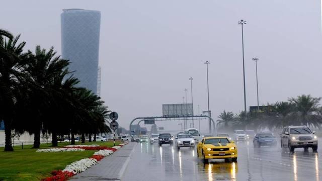 أحد الطرق بإمارة دبي أثناء اضطراب الطقس، الصورة أرشيفية