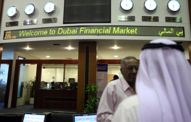 مستثمرون داخل سوق دبي المالي
