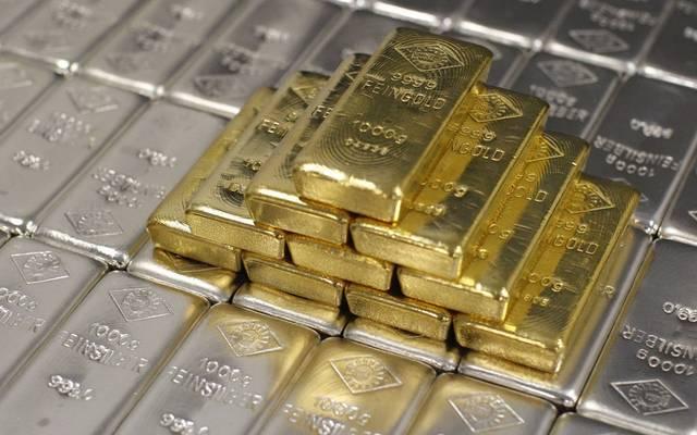 قطع من معدن الذهب