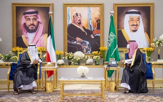 ولي العهد السعودي يستقبل نظيره الكويتي في مطار الملك خالد الدولي