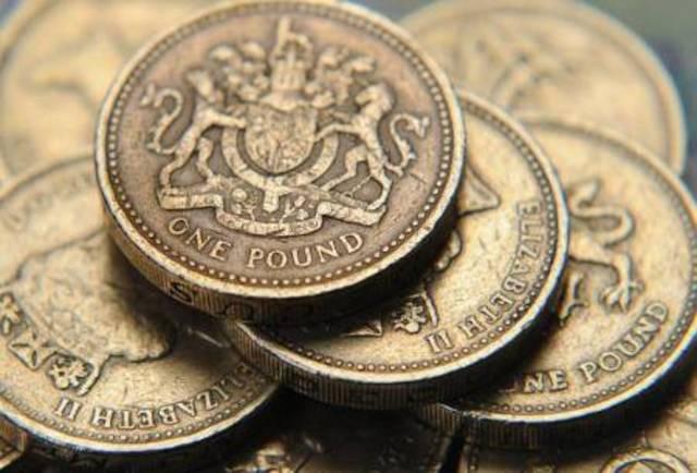 ارتفع الجنيه الإٍسترليني أمام الدولار بنحو 0.2% إلى 1.3263 دولار.