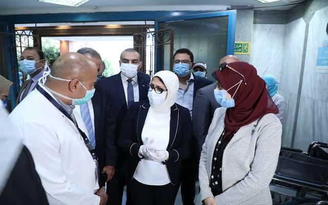 جانب من جولة وزيرة الصحة