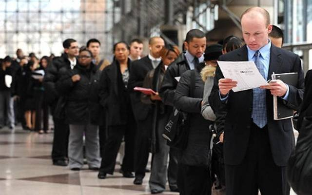US jobless claims mark 3rd weekly fall, reach 210,000